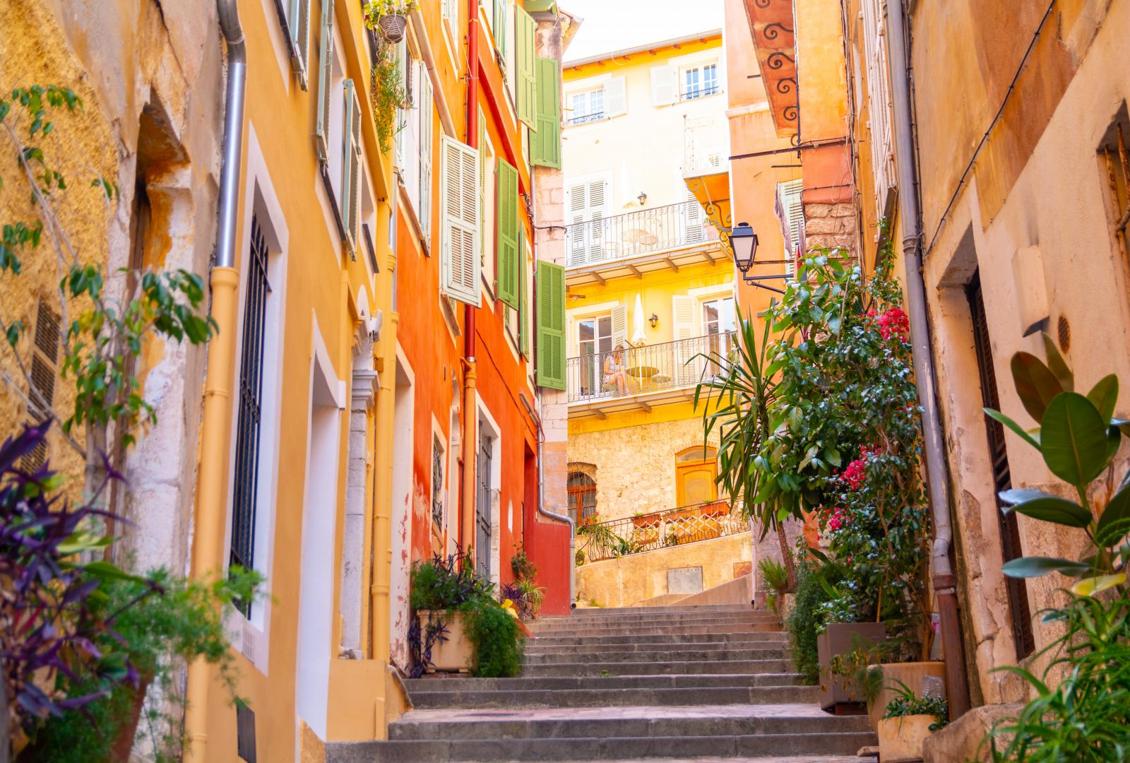 Visit the hidden gems of the Côte d'Azur by private Charter Yacht