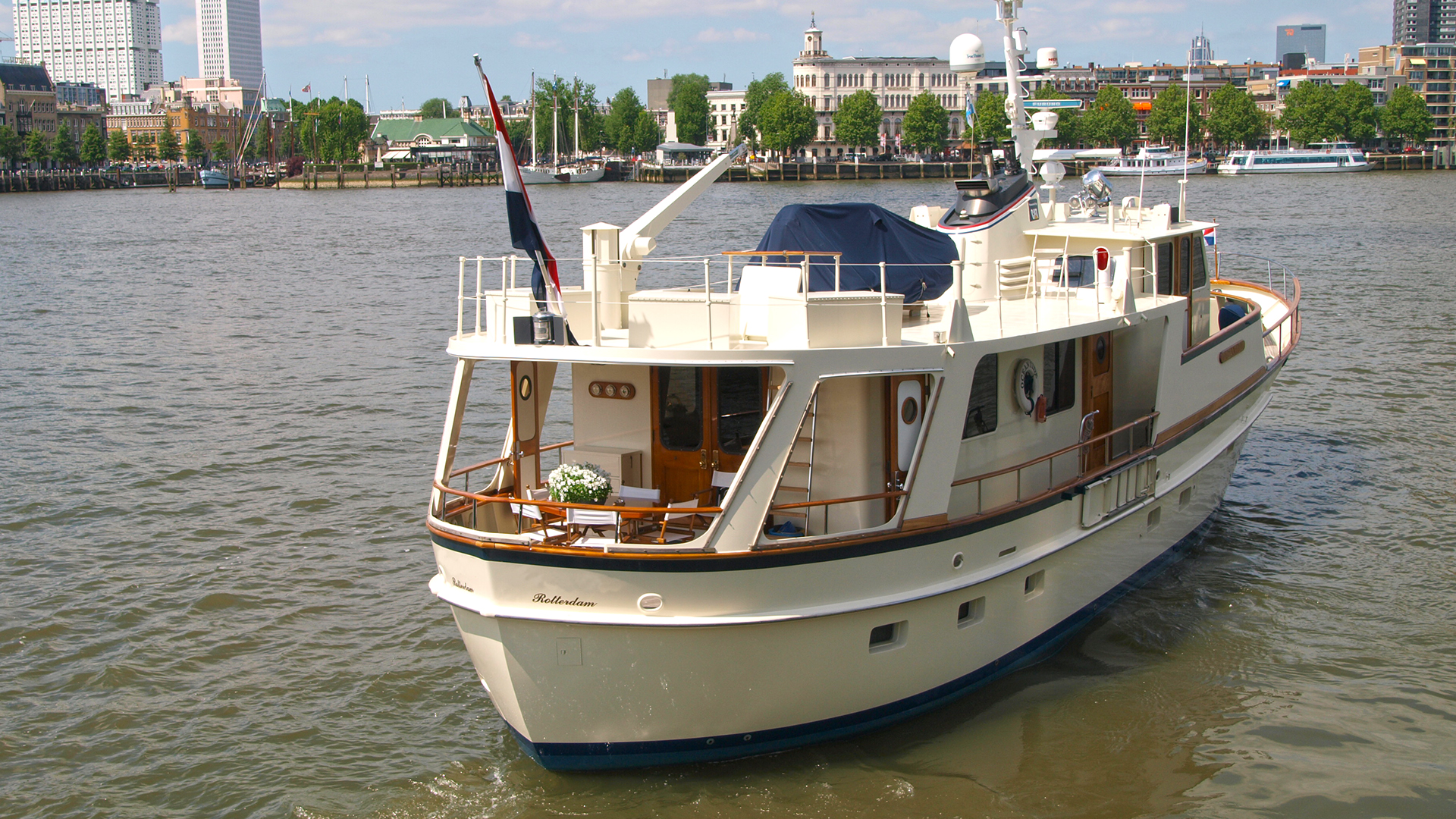 Motor yacht 76 steel trawler van der vliet quality for Angel boats and motors